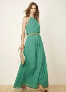 Зеленое светлое платье с золотистыми аксессуарами