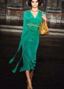 Золотые украшения к  зеленому платью миди