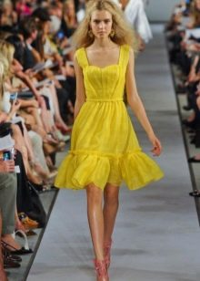 розовая обувь к желтому платью