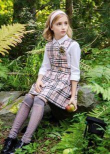 Школьное платье для девочек в клеточку короткое