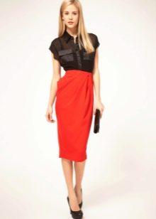 Трикотажная красная юбка с завышенной талией