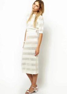 Трикотажная белая юбка карандаш