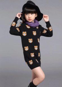 Трикотажное зимнее платье для девочки с принтом