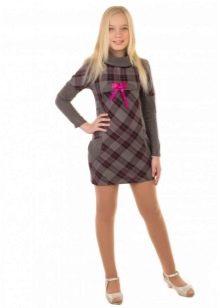 Трикотажное  платье для девочки в клетку
