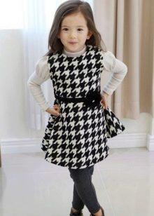 Трикотажное платье для девочки повседневное