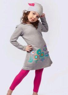 Трикотажное платье для девочки повседневное серое