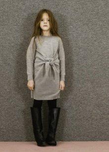 Трикотажное зимнее платье для девочки серое