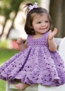 Вязаное платье крючком для девочки фиолетовое