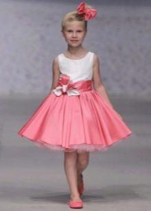 Бело-розовое короткое выпускное платье в детский сад