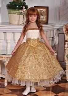Золотистое в пол выпускное платье в детский сад