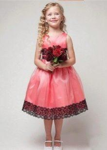 Розовое с кружевом выпускное платье в детский сад