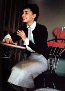 Одри Хепберн в юбке карандаш