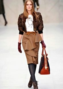 юбка с воланами в образе деловой женщины