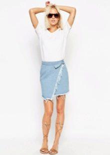 Короткая асимметричная юбка из денима
