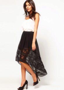 Асимметричная юбка с простым белым топом