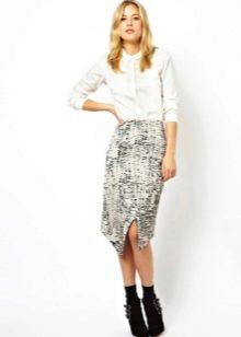 Асимметричная юбка с белой рубашкой