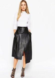 Кожаная асимметричная юбка в сочетании с рубашкой