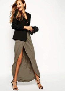Асимметричная юбка с черным жакетом