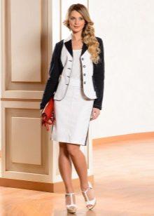 белая юбка-карандаш с пиджаком