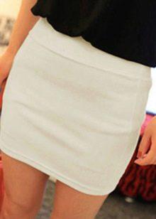 короткая белая юбка-карандаш