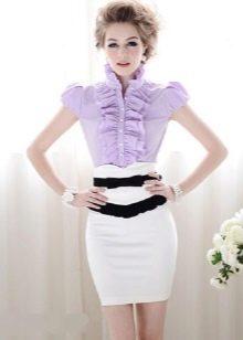 белая юбка-карандаш с сиреневой блузкой