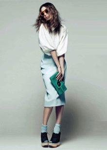 белая юбка-карандаш срредней длины