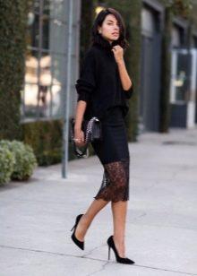 Черная юбка карандаш в сочетание со свитером