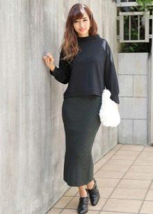 Длинная юбка карандаш в сочетание с ботиночками на низком каблуке