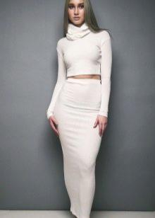 Длинная трикотажная юбка карандаш в сочетание с укороченной водолазкой