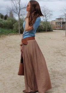 Длинная юбка полусолнце в сочетании с балетками