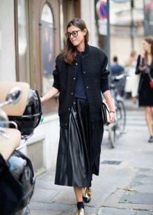длинная кожаная юбка для города