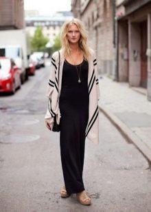 длинная черная юбка с кардиганом