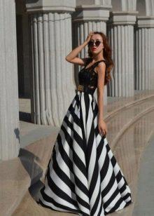 длинная летняя юбка в черно-белую полоску