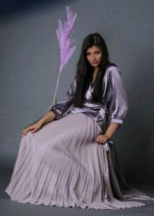 сиреневая длинная юбка-плиссе