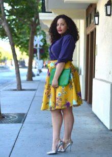 яркая юбка-солнце с цветочным принтом для полных женщин