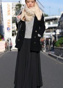 Короткое пальто с меховой опушкой в сочетании с длинной юбкой для девушек с фигурой типа Груша