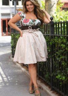 Бежевая юбка для девушки с фигурой типа Яблоко