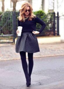 Коническая юбка для девушек со стройными ногами