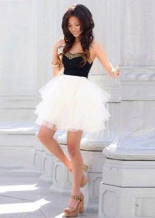 Короткая пышная белая юбка