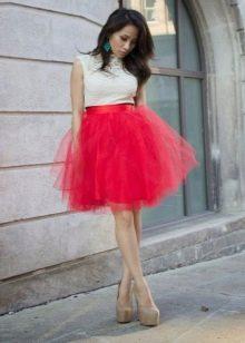 Короткая пышная красная юбка пачка
