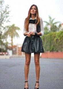 Короткая пышная черная юбка