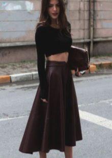 Бордовая кожаная юбка солнце с кроп-топом