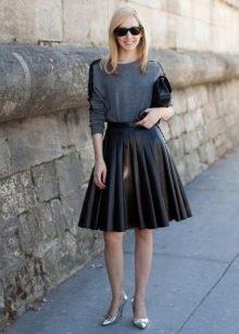 Кожаная юбка солнце длины миди для худых девушек