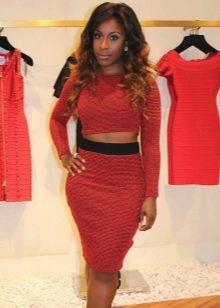 Красная юбка карандаш в сочетании с кроп-топом