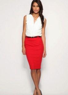 Красная юбка карандаш с белым блузоном - деловой образ