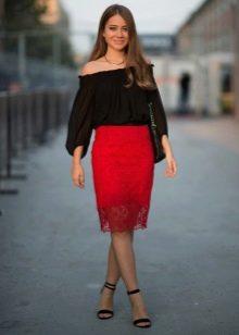 Красная юбка карандаш из кружева