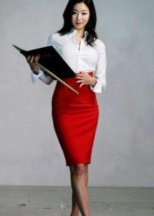 Красная юбка карандаш с рубашкой - офисный вариант