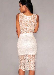 белая кружевная юбка-карандаш средней длины