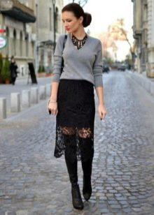 черная кружевная юбка-карандаш на осень