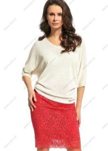 красная кружевная юбка-карандаш выше колена